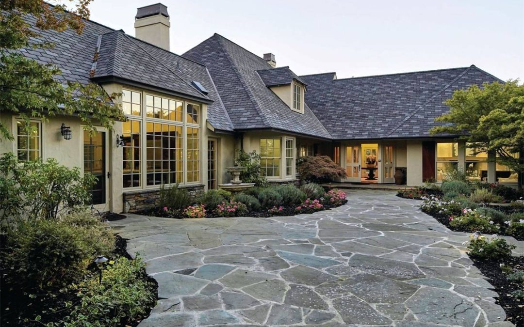 Knoll-top Home in Los Altos Hills